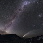 Trois galaxies et une comète