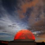 Un dôme rouge sous la Grande Ourse