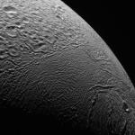 30 000 kilomètres au-dessus d'Encelade