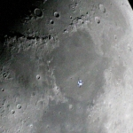 Station spatiale dans la Lune