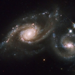 Les galaxies spirales en collision d'Arp 274