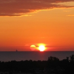 Triple lever de Soleil sur la baie de Gdansk