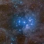 Les Pléiades dans la poussière d'étoiles