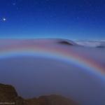 Un arc de brume lunaire sous Mars