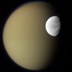 Dioné et Titan vues par Cassini