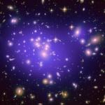 L'amas de galaxies Abell 1689 magnifie l'univers sombre