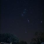 Orion penché sur l'Irlande enneigée