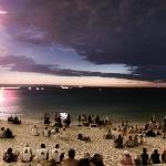 Comète entre feux d'artifice et éclairs