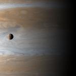 Io, une lune au-dessus de Jupiter