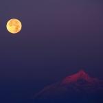La Lune du Chasseur sur les Alpes