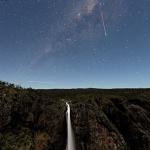 Etoile filante et arc de Lune sur les chutes de Wallaman
