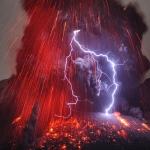 Eclairs au sommet du Sakurajima
