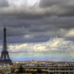 Un arc-en-ciel horizontal sur Paris