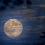 Lune hyperréaliste