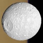 Mimas, la petite lune avec un grand cratère