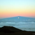 Lever de Lune à travers l'ombre du Mauna Kea