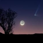 Comète surprise et croissant de Lune