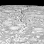 Fractures au pôle Nord d'Encelade