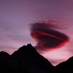 Nuage lenticulaire en forme de coeur