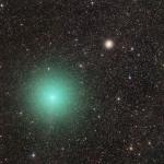 La comète et l'amas d'étoiles -