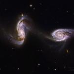 Arp 240 : un pont entre deux galaxies spirales, vu par Hubble