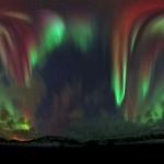 Un ciel tout d'aurores polaires