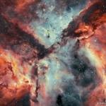 Bataille d'étoiles, de gaz et de poussières dans la nébuleuse de la Carène