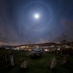 Halo lunaire sur cercle de pierre