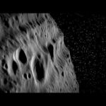 Survol virtuel de l'astéroïde Vesta - L'agence spatiale allemande a compilé des données altimétriques et des images obtenues par la mission DAWN pour réaliser cette animation