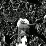 Prélèvement d'échantillons sur Bennu