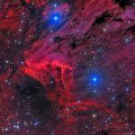 La nébuleuse du Pélican en rouge et bleu
