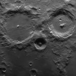 Un hibou dans le crépuscule lunaire