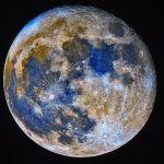 Lune bleue en couleurs accentuées