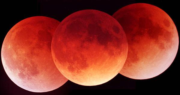 Une éclipse de Lune en trois clichés