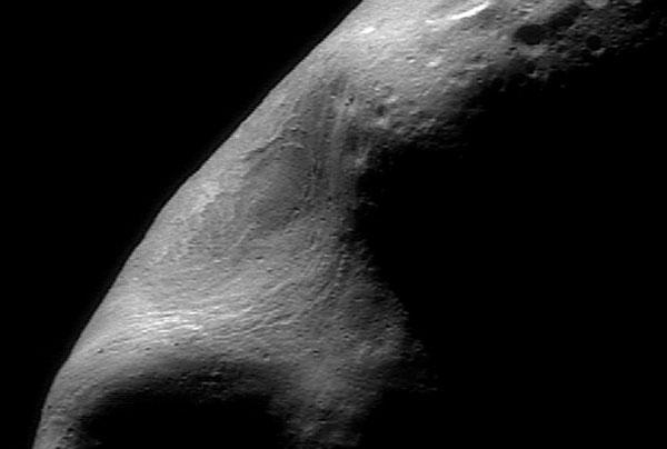 Une gouge géante sur l\'astéroïde Eros