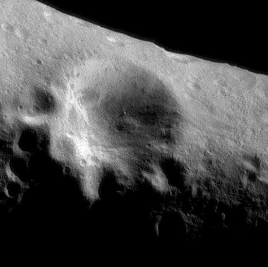 La surface de l\'astéroïde Eros