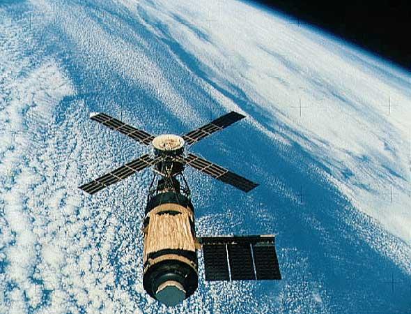 Skylab au dessus de la Terre