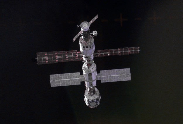 En s\'approchant de la Station Spatiale Internationale
