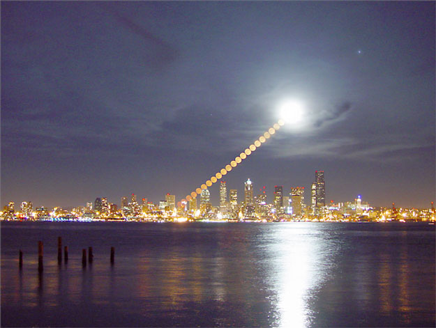 Lever de Lune au-dessus de Seattle