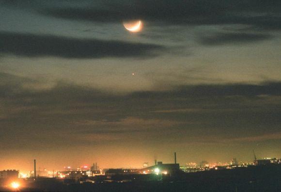La Lune au-dessus de la Mongolie