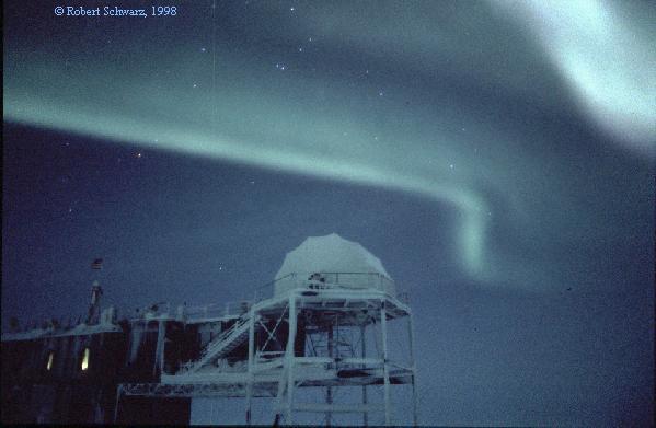 Une aurore au-dessus de l\'Antarctique