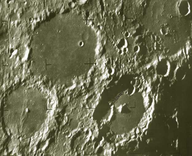 Hubble résout la date d\'expiration du fromage vert de la Lune