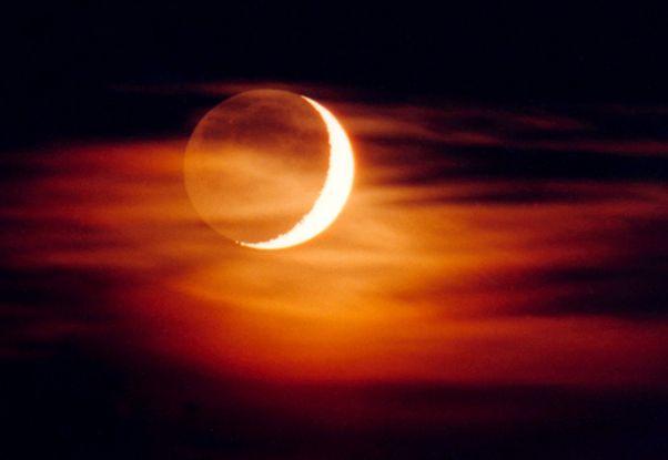La vieille Lune dans les bras de la Nouvelle Lune