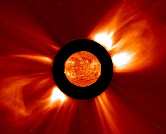 Double éruption de bulles solaires
