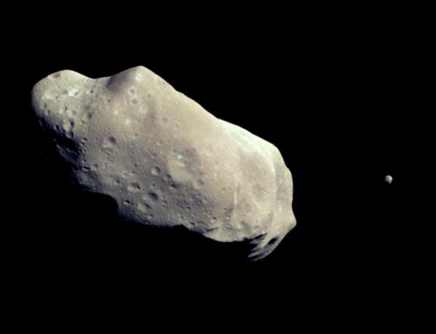 Ida et Dactyl: un astéroïde et sa lune