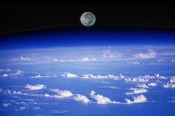 Coucher de Lune, planète Terre