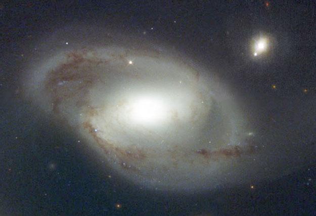La galaxie et le quasar