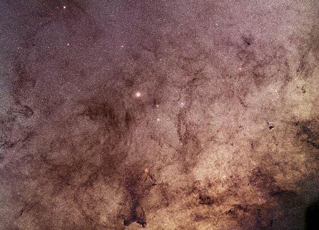 Des étoiles et de la poussière à travers la Fenêtre de Baades