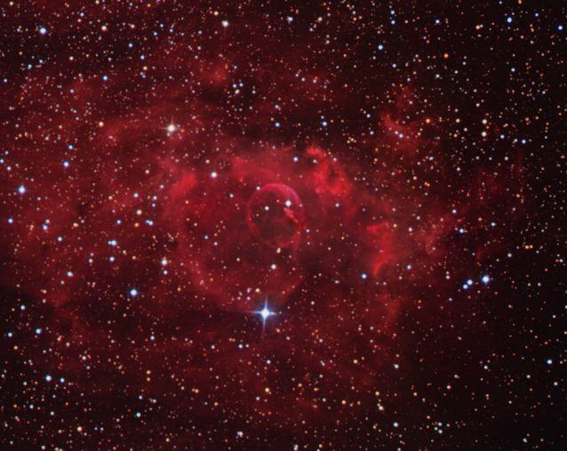 Des étoiles et la Nébuleuse de la Bulle