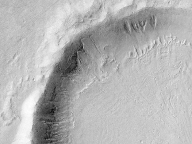Neige fondue et rigoles sur Mars